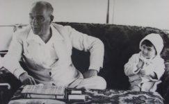 Bando-Cocukevi-Atatürk-ve-cocuk (1)