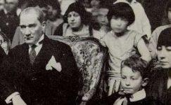 Bando-Cocukevi-Atatürk-ve-cocuk (11)