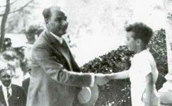 Bando-Cocukevi-Atatürk-ve-cocuk (16)