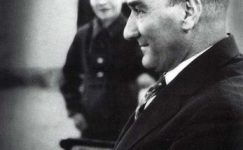 Bando-Cocukevi-Atatürk-ve-cocuk (22)