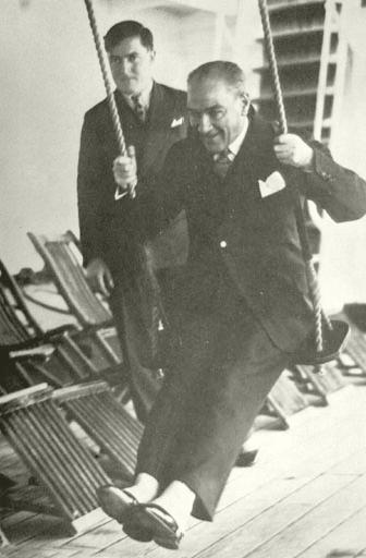 Ataturk Ve Cocuk Bando Cocukevi Tum Haklari Saklidir