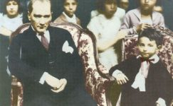 Bando-Cocukevi-Atatürk-ve-cocuk (27)