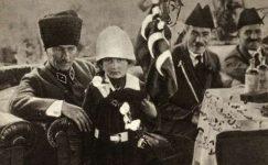 Bando-Cocukevi-Atatürk-ve-cocuk (28)