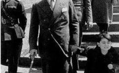 Bando-Cocukevi-Atatürk-ve-cocuk (35)