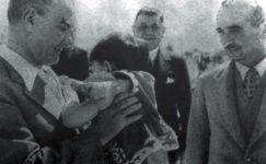 Bando-Cocukevi-Atatürk-ve-cocuk (4)
