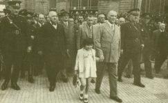Bando-Cocukevi-Atatürk-ve-cocuk (45)
